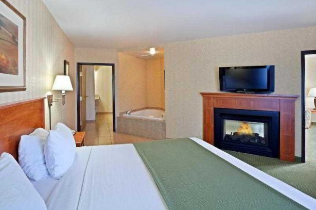 Holiday Inn Express Hotel amp Suites  Coeur DAlene 87